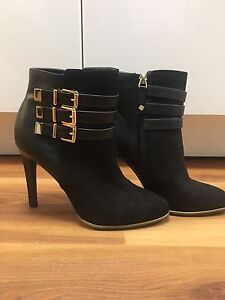 Women's Size 7 Boots