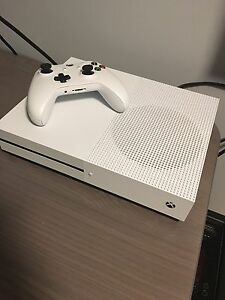 Xbox One S 1 TB + 3 jeux comme neuf