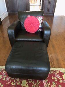 Natuzzi Leather one seater Sofa & pouf / Causeuse & pouf