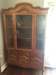 Dinning Room Hutch/China Cabinet