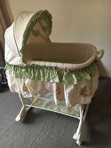 BABY BASSINET IN GOOD CONDITION.