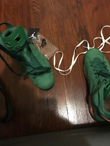 Jordan 6s . Excellent condition . Comes with box