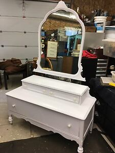 WHITE ANTIQUE 3 DRAWER DRESSER WITH MIRROR