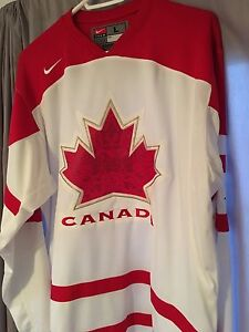 TEAM CANADA VANCOUVER 2010 OLYMPIC HOCKEY JERSEY