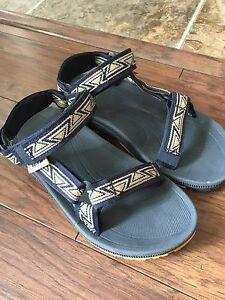 Teva boys sandals size 3