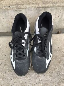 Mizuno Youth Baseball Cleats Size 4