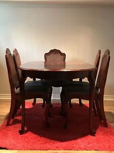 6 person wood dining table. Fantastic condition!