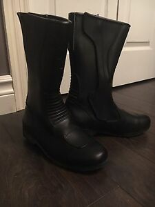 **Brand New** Women's Size 7 Leather Motorcycle Boots