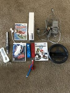 Nintendo wii 2 games and 2 controllers