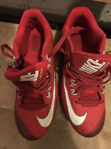 Men's size 7 football shoes