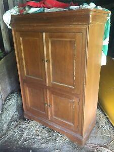 Ancien meuble de télé et tourne disque