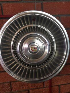 Cadillac 1965 hubcap