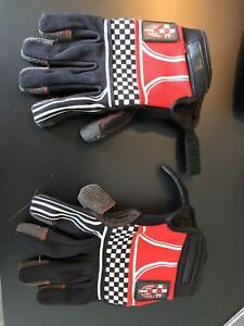 Slide glove sector 9 with puck for longboard