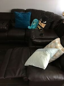 L-Shaped reclining soda w/ fold down drink holders