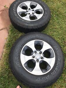 Full set of Bridgestone duellers with alloy rims for Jeep jk