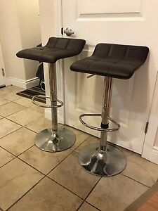 Two bar stools for sale (pick up only)