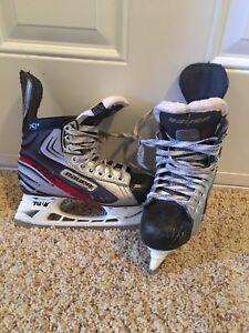 Boys Bauer vapor x3.0 size 4 skates.