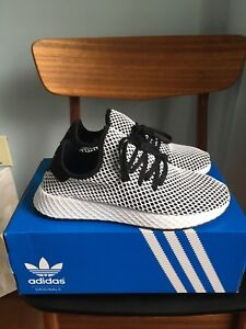 NEW IN BOX ADIDAS BLACK WHITE DEERUPT RUNNING SHOES 9.5