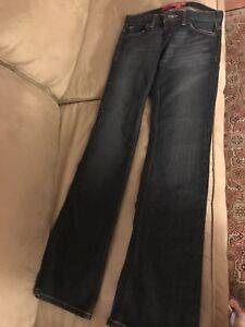 BRAND NEW *** GUESS WOMANS JEANS