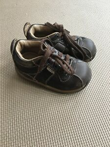 Stride Rite Brown Leather Shoes  Size 5.5