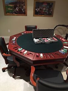Poker table and 4 chairs + 500pc chip set