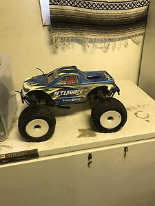 Nitro powered Aftershock 4x4 truck.