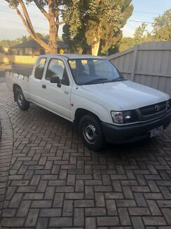 Toyota hilux 2004 2.7 efi space cab excellent condition reg and rwc