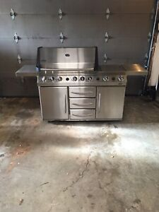 Napoleon Prestige Five 600 Barbecue $1500 obo or trade
