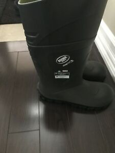 Steel toe rubber boots