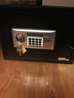 Karbon safes