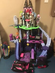 Monster high castle with Dolls and car