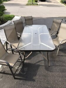 Patio Furniture - Table and set of 6 matching chairs