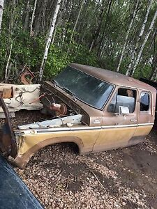 1979 Ford super cab four-wheel-drive XLT for parts