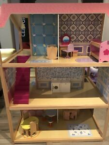 Dollhouse with furniture by Kidkraft