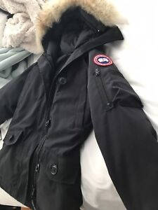 Woman's Canada goose size small