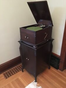 Victrola Phonograph Gramophone (working)