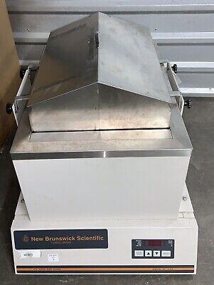 New Brunswick Scientific Classic C76 Water Bath Shaker Microbiology Biology Lab