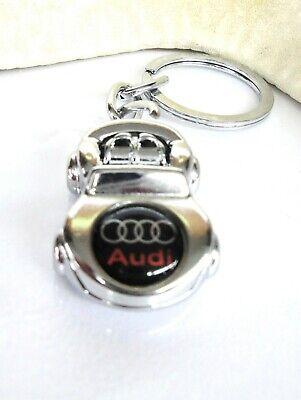 Llavero con forma de coche con el emblema de AUDI en color metal plata