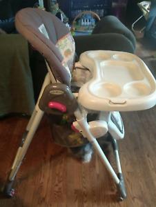 Chaise haute enfant 30$