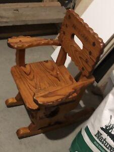 Chaise en bois enfant se balance