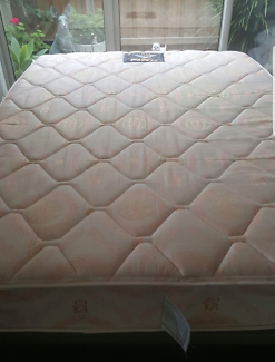 """QUEEN SIZE KING KOIL """"CHIRO POSTURE DELUXE MATTRESS"""" GREAT VALUE!"""