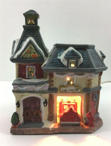 Lighted Christmas Village: 1940