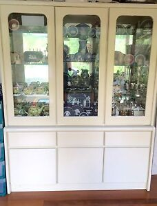 Gorgeous cream display cabinet / buffet / hutch Mount Gravatt East Brisbane South East Preview