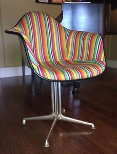 Mid Century Eames Herman Miller Arm Shell Chair  London Ontario image 6