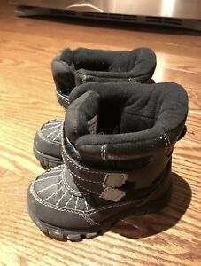 Size 8 The Children's Place snow / winter boots