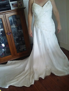 BELLA DONNA WEDDING DRESS Cessnock Cessnock Area Preview