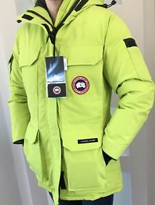 Canada Goose Women's level 5 winter coat - size Small