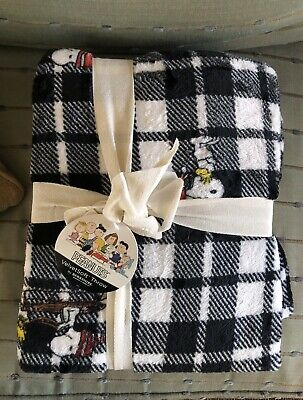 New Plaid Berkshire Peanuts Snoopy Fleece Throw Blanket Christmas Holiday