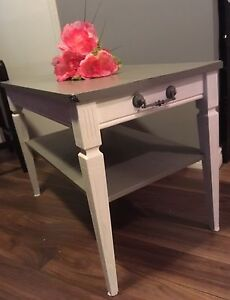 Updated, shabby chic, chalk painting side/end/coffee table!