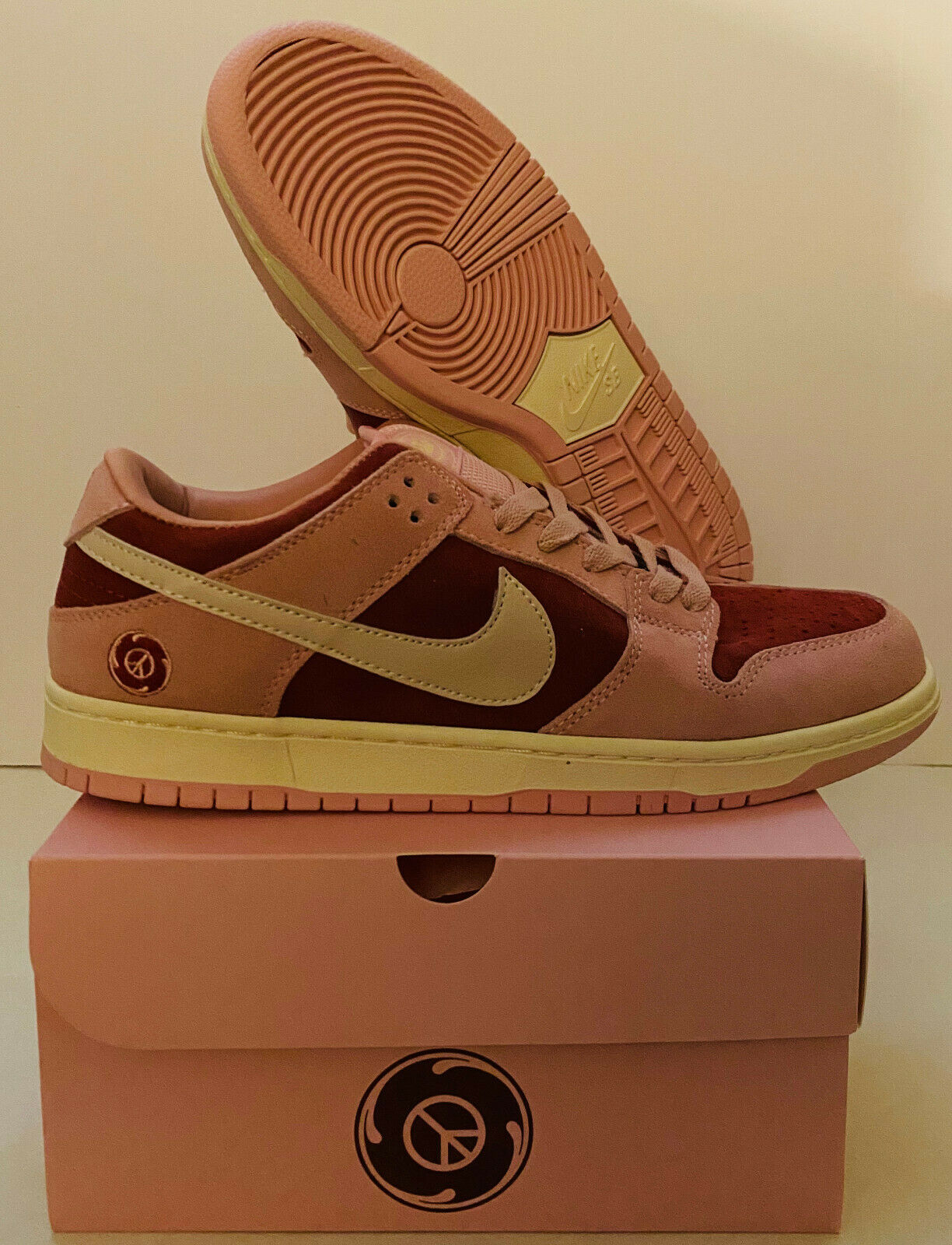 NIKE SB DUNK LOW STILLZ RED VELVET SIZE 10.5 NEW